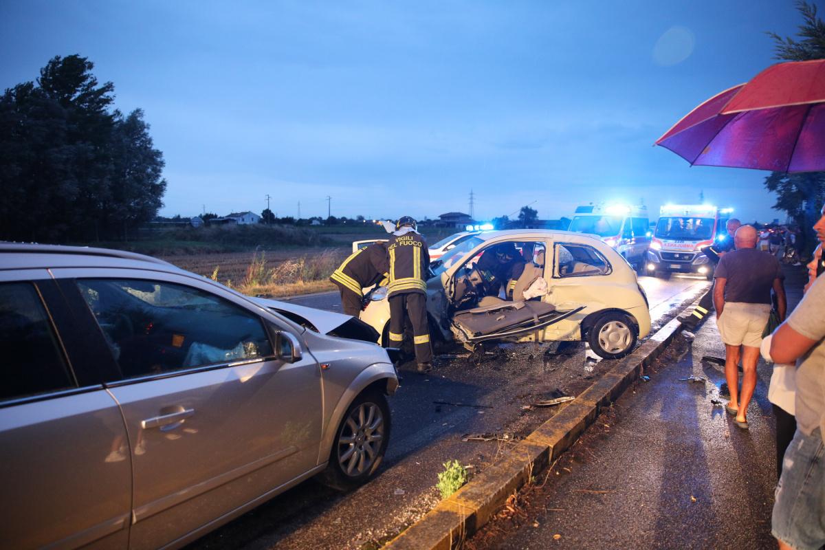 Schianto tra auto, muore 57enne di San Mauro Pascoli
