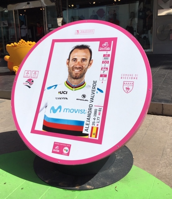 Riccione, nuova collocazione per le maxi biglie del Giro d'Italia