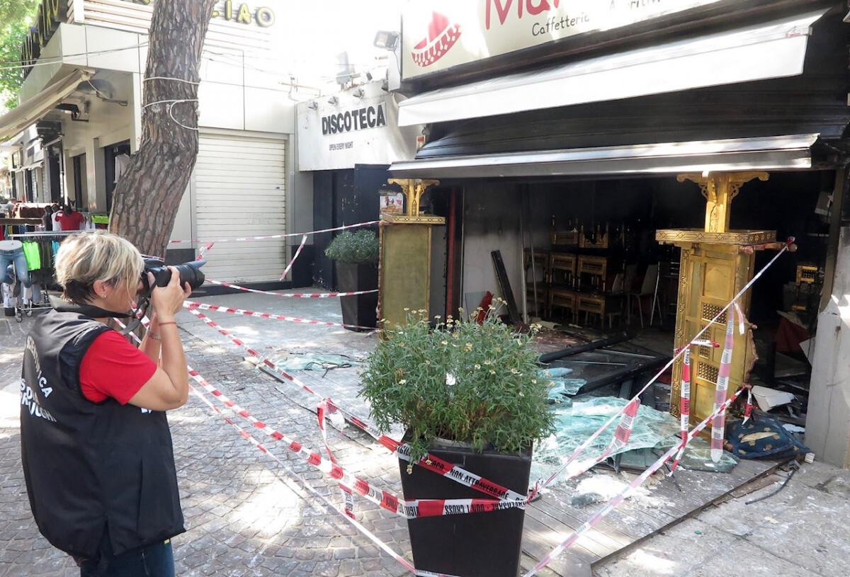 Rimini, pub di Marina centro devastato da un incendio nella notte