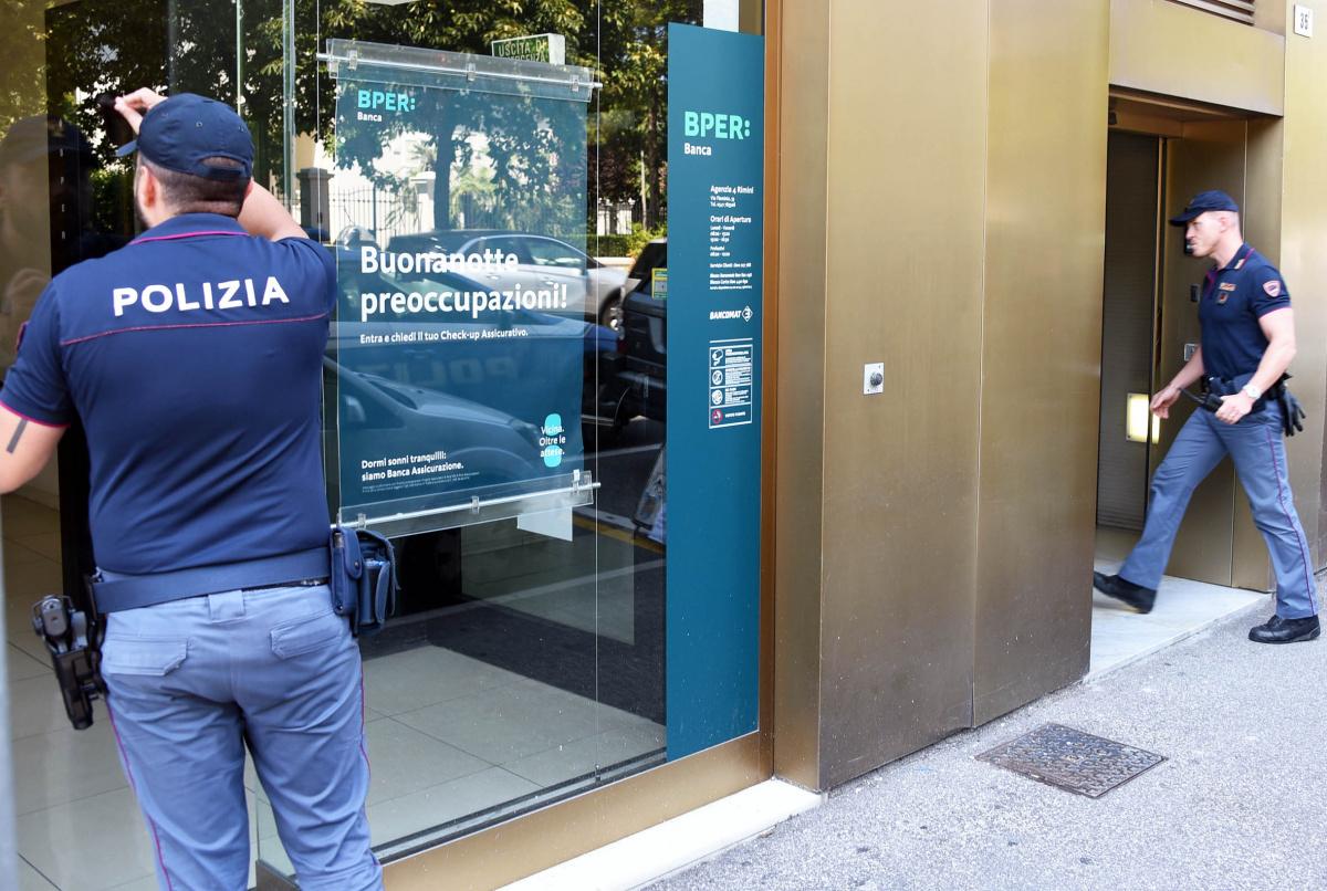 Rimini, rapina in banca