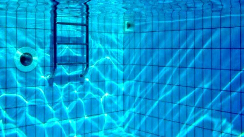 Ravenna: risucchiato dal bocchettone, bimbo rischia di annegare