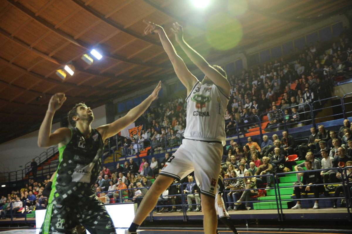 Basket B, Cesena anticipa a Ozzano Emilia