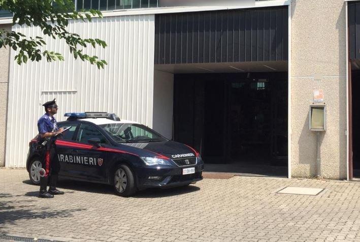 Imola, i carabinieri sventano un furto in un magazzino