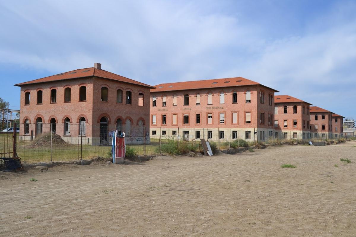 Rimini, performance di richiedenti asilo alla Bolognese