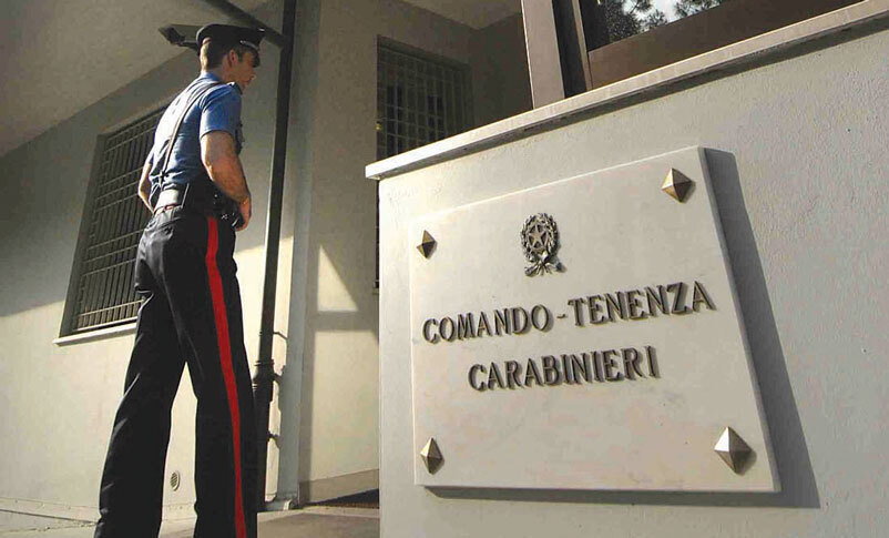 San Giovanni in Marignano, operaio si getta dal tetto e muore