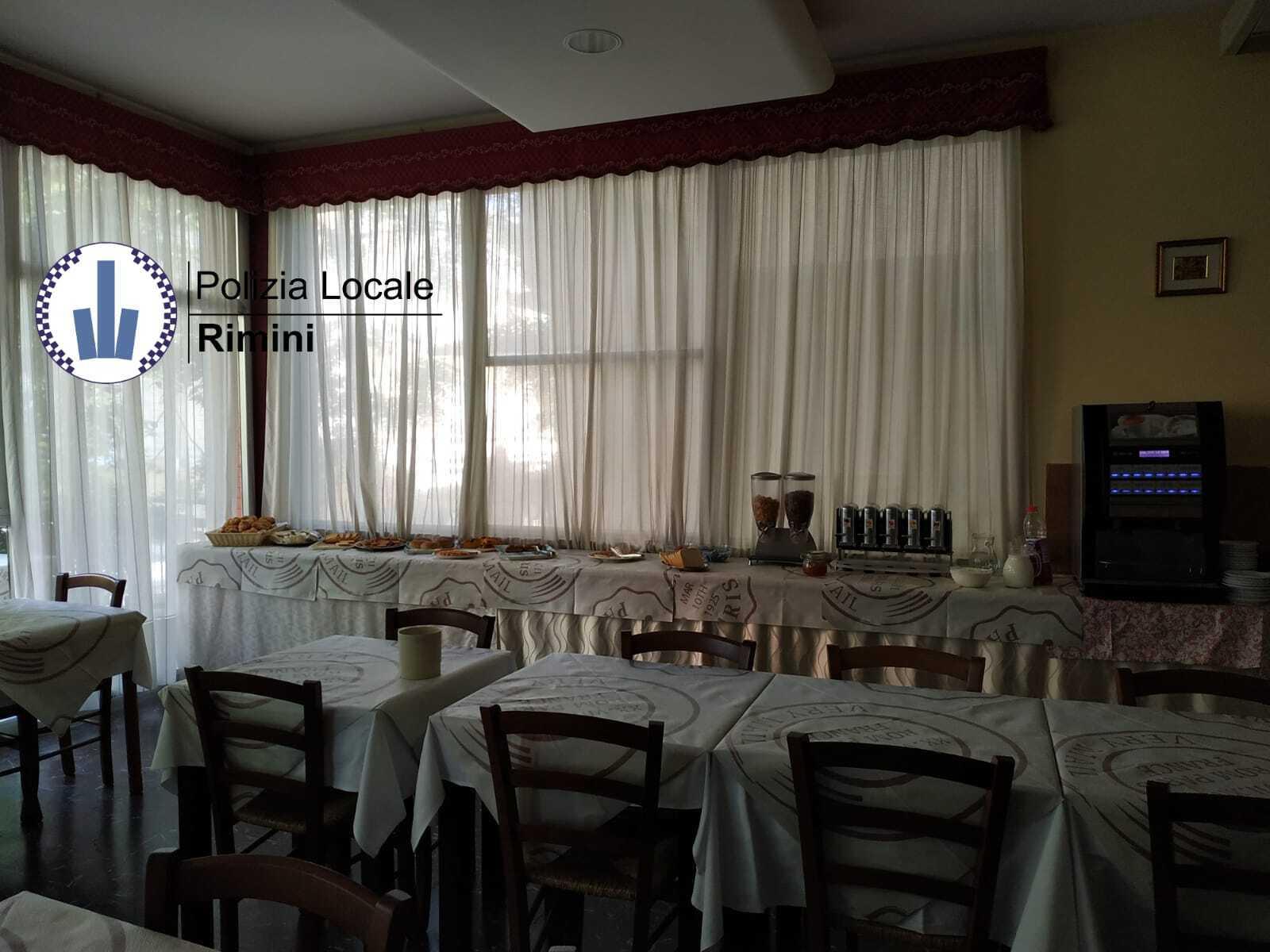 """Rimini, hotel """"fantasma"""" scoperto dalla polizia municipale"""