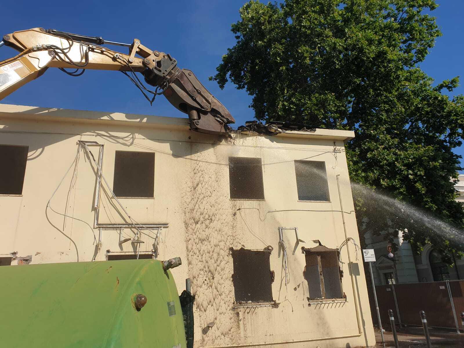 Rimini, al via la demolizione della palazzina Iat in stazione