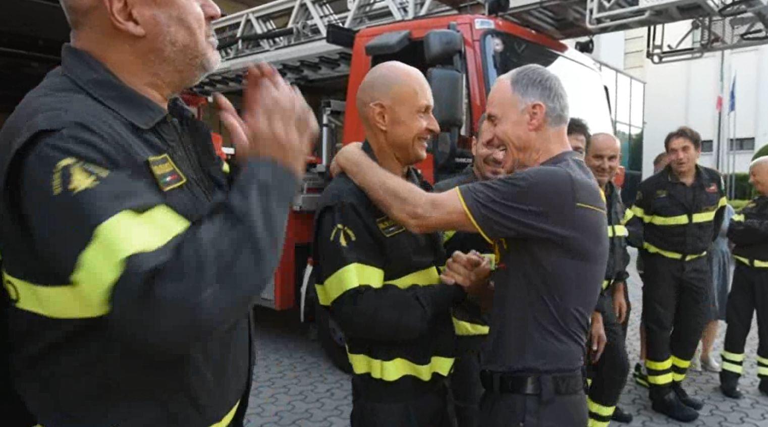 Forlì, vigile del fuoco va in pensione: il saluto dei colleghi