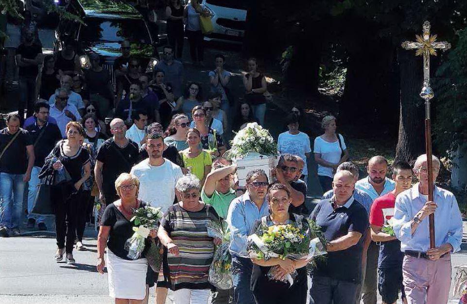 Bimbo muore a soli quattro anni, Novafeltria in lacrime al funerale