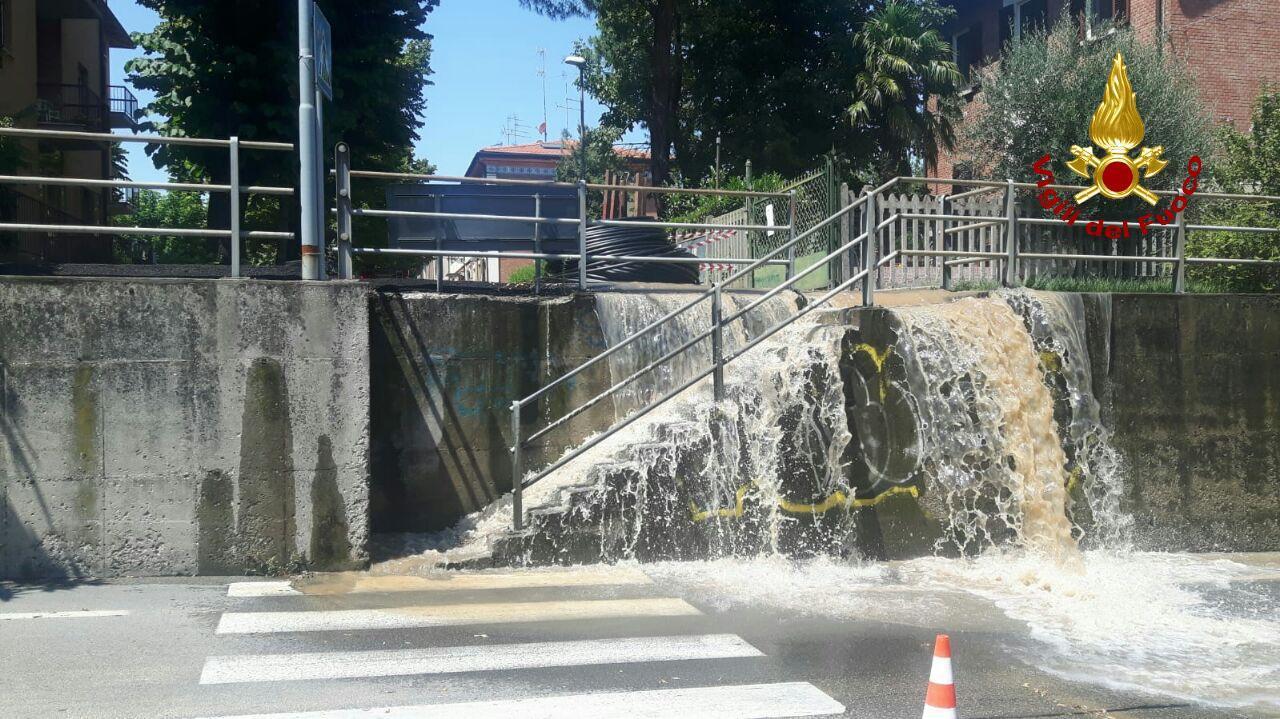 Imola, si rompe conduttura dell'acqua durante dei lavori - IL VIDEO