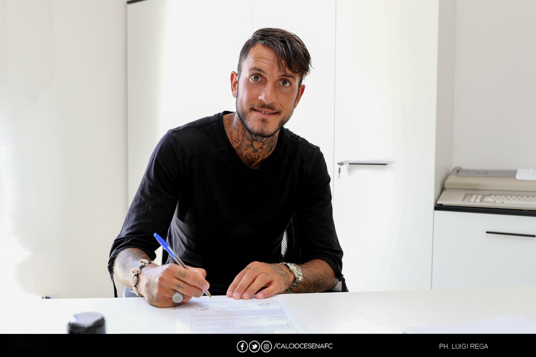 Calcio C: Cesena, l'attaccante Manuel Sarao ha firmato