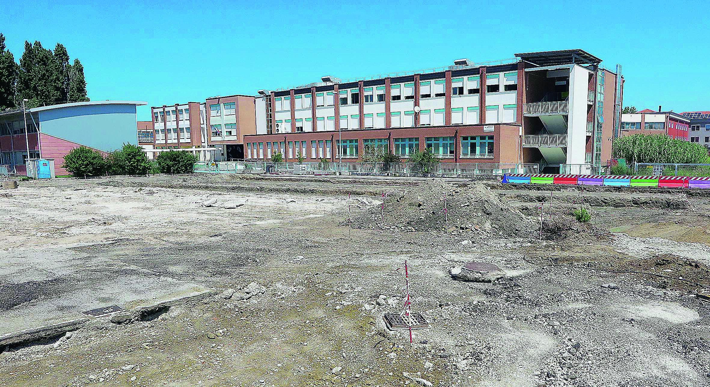 Caos davanti alle scuole, nuova area bus da 320mila euro a Viserba