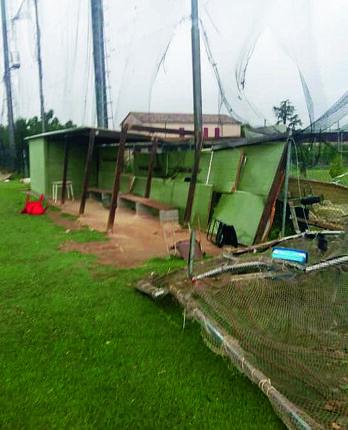 Rimini, la tempesta di vento devasta il campo di baseball