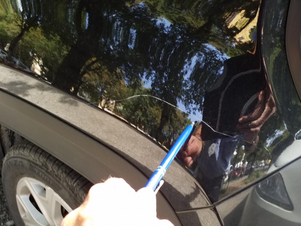 Faenza, i vigili non rimuovono la Jeep e l'86enne si vendica rigandola