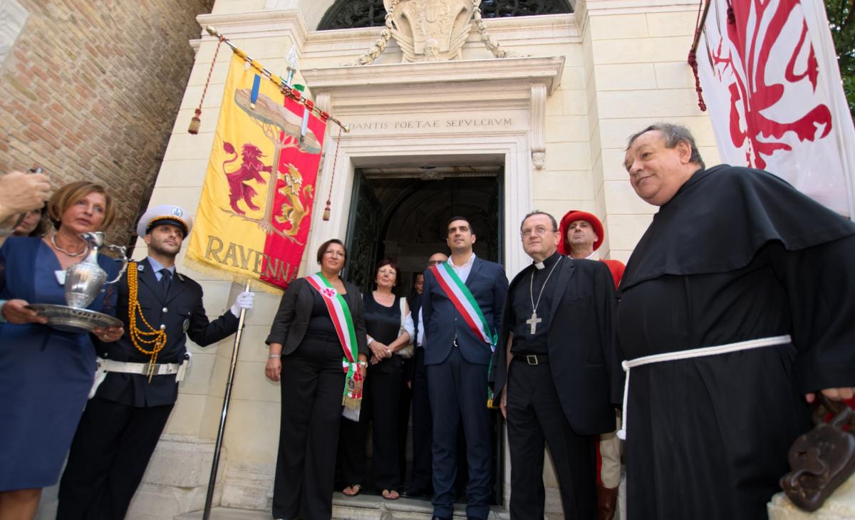 """Il sindaco """"chiude"""" a Firenze: le ossa di Dante restano a Ravenna"""