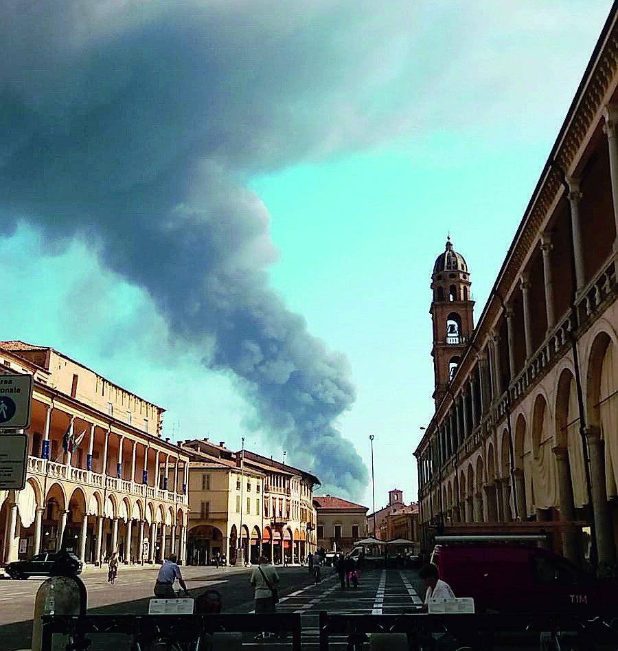 Nudo al fiume nel Bolognese, si giustifica: a Faenza non si respira