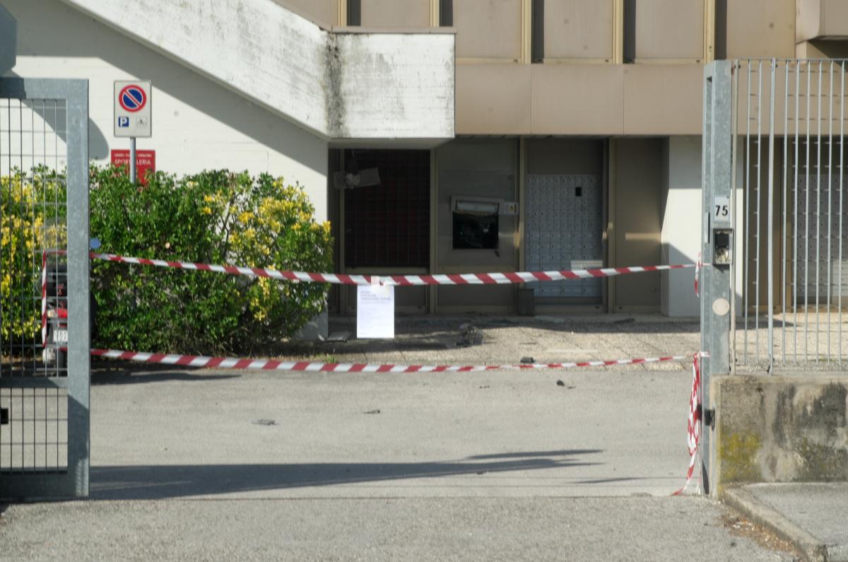 Ravenna: colpo alle Poste, fanno saltare il bancomat
