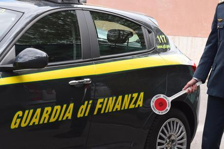 Tatuaggi abusivi, scoperto dalla Guardia di Finanza di Ravenna