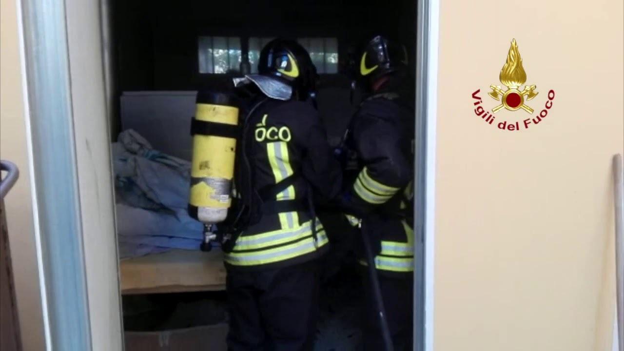 Riccione, incendio nella lavanderia di un hotel - VIDEO