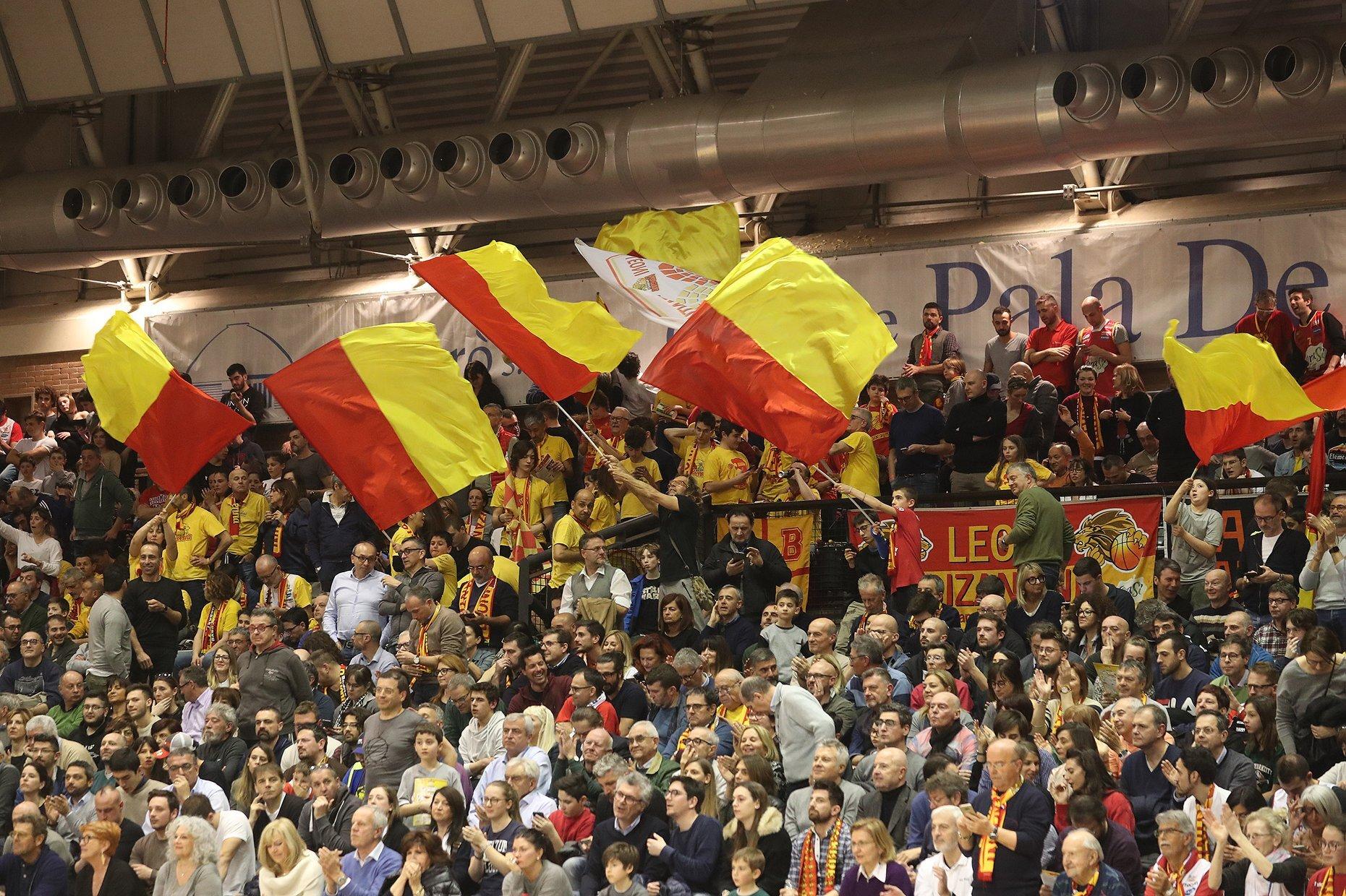 Basket A2, a Ravenna aperitivo coi tifosi e via agli abbonamenti