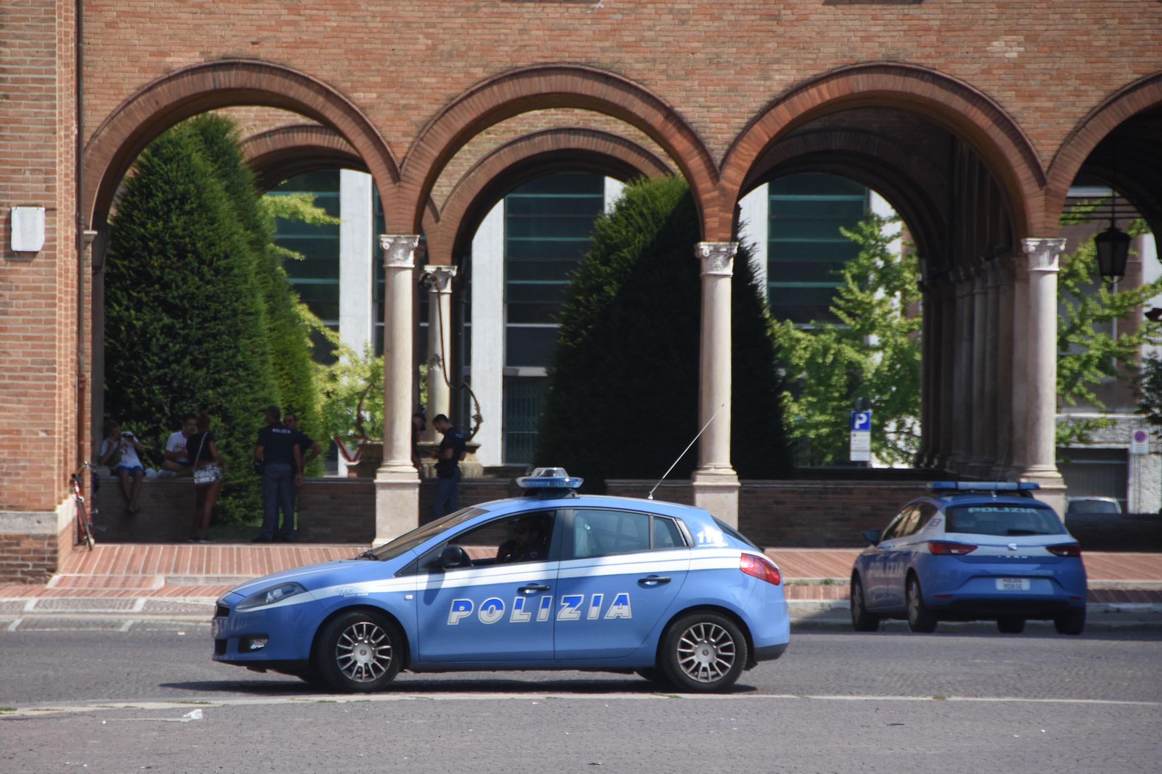 Forlì, violenta lite tra parenti fuori dal duomo dopo una cresima