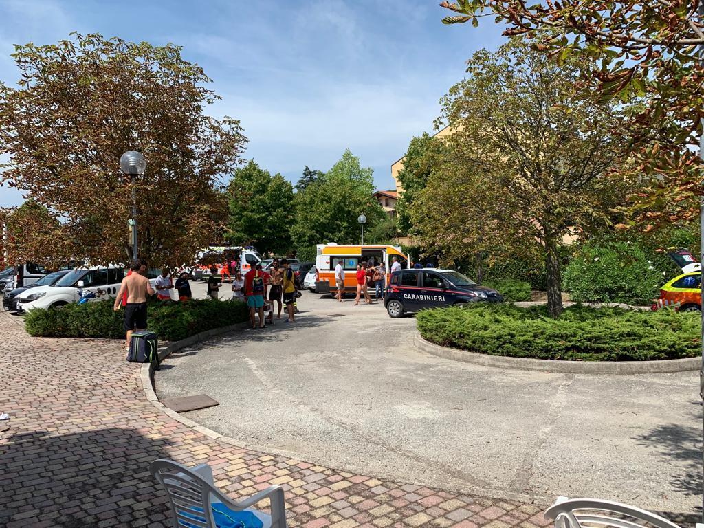 Fuga di cloro in piscina a Santarcangelo, 14 bambini intossicati