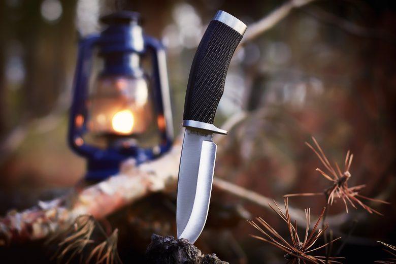 Faenza, minorenne ruba tre coltelli da caccia. Denunciato 17enne