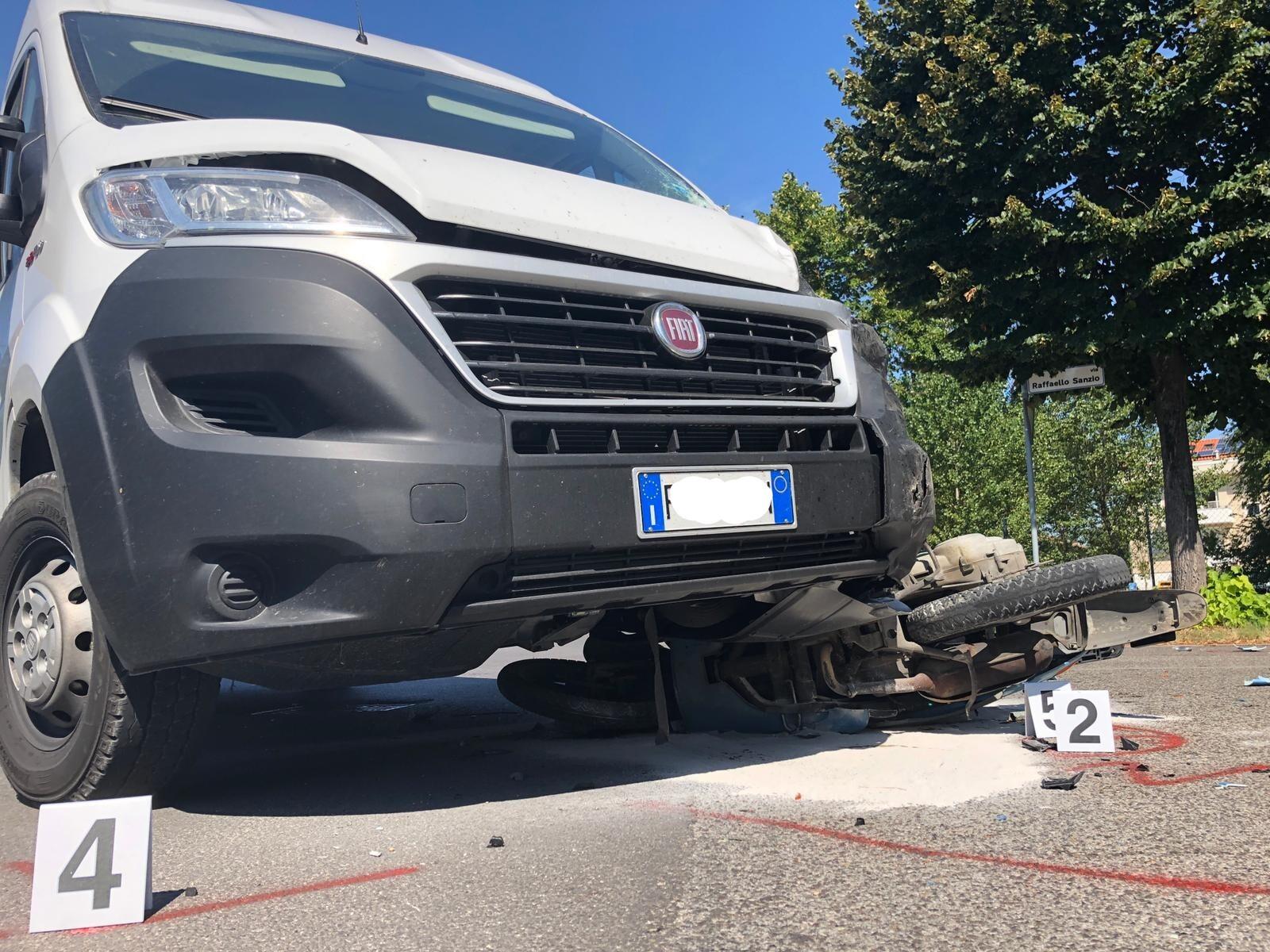 Tragedia a Cesenatico, 19enne in scooter muore in un incidente