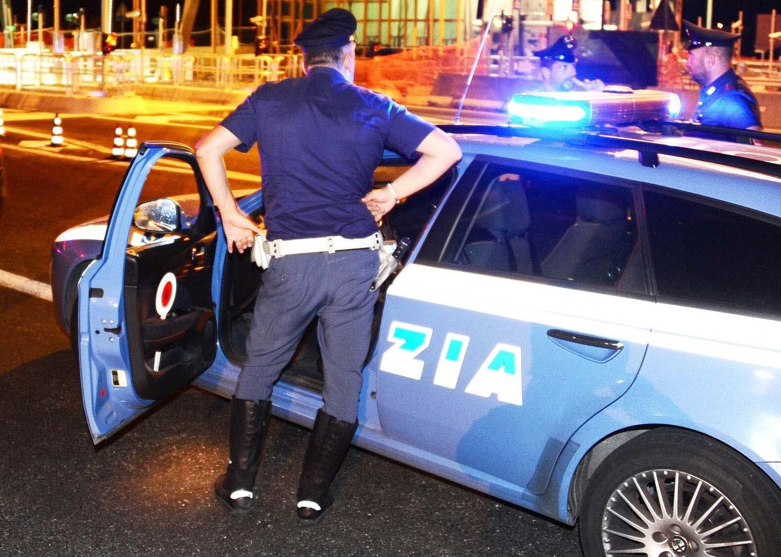 Fermato ubriaco contromano di notte in autostrada tra Faenza e Imola