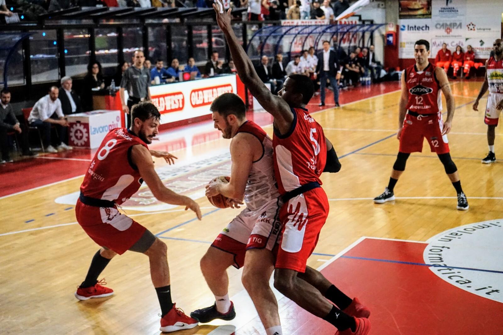 Basket A2, l'Andrea Costa ingaggia Anthony Morse