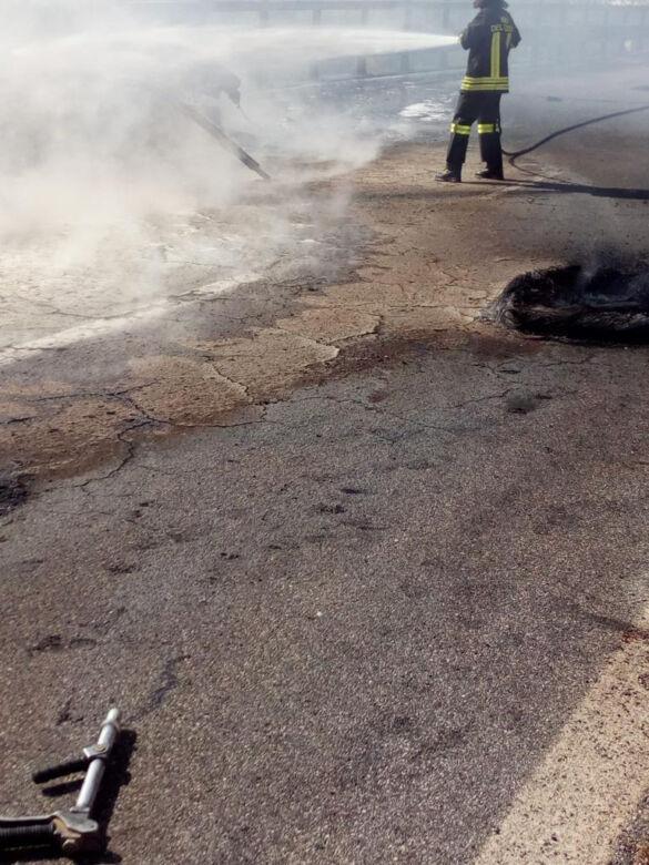 Camion in fiamme sul Verghereto, E45 chiusa per ore, danni all'asfalto