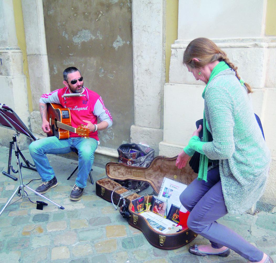 """Sciopero della fame del menestrello di Ravenna: """"Fatemi suonare"""""""