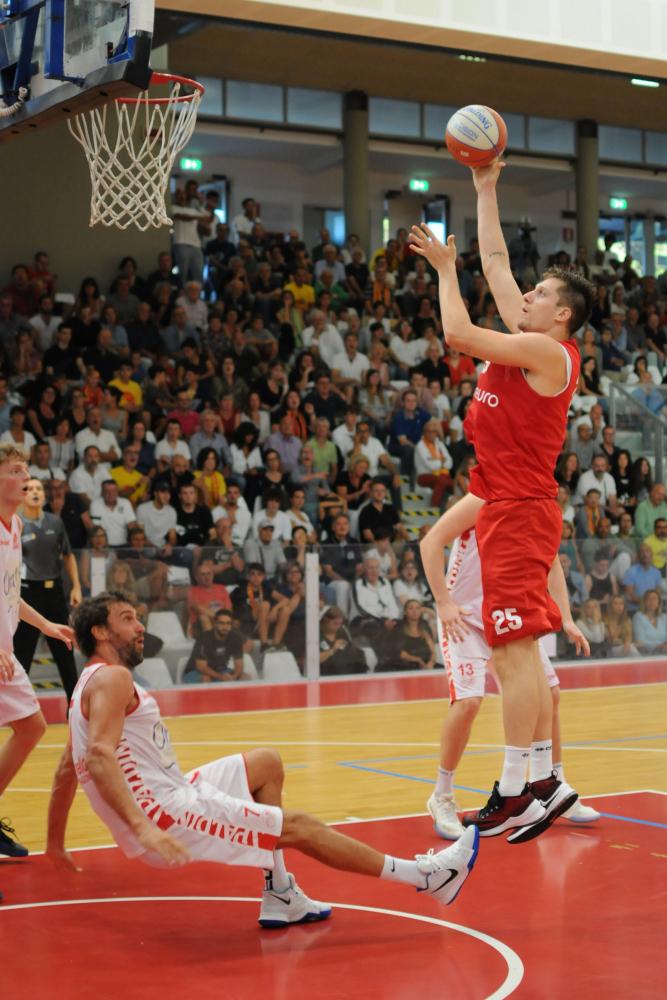 Basket A2, che bella Unieuro nel test con Cento