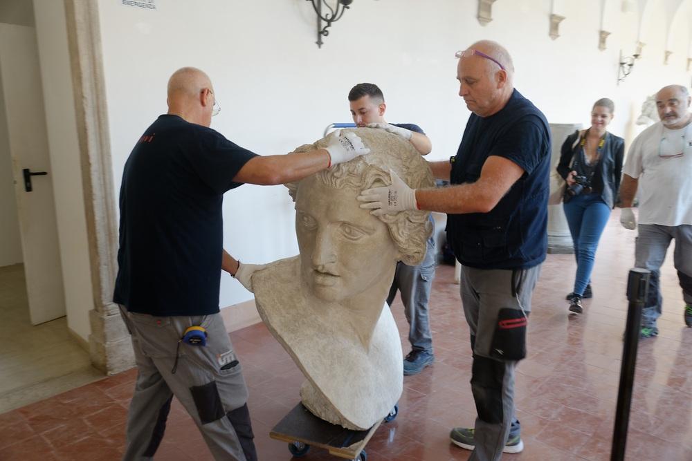 Busti in gesso da Ravenna a Roma per la mostra sul Canova