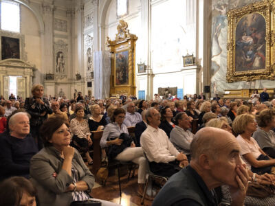 """700 riminesi a Sant'Agostino per """"scoprire"""" gli affreschi del Trecento"""