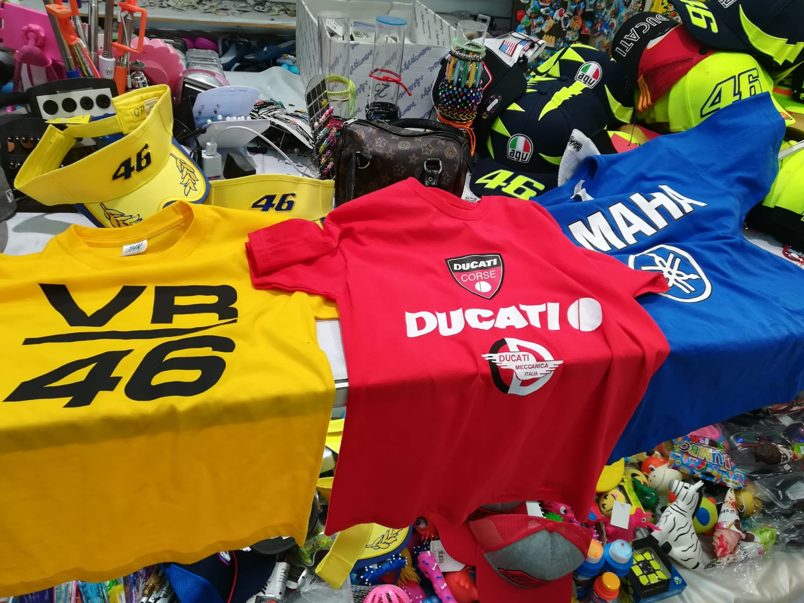 Misano, sequestrati t-shirt e cappellini di Valentino Rossi taroccati