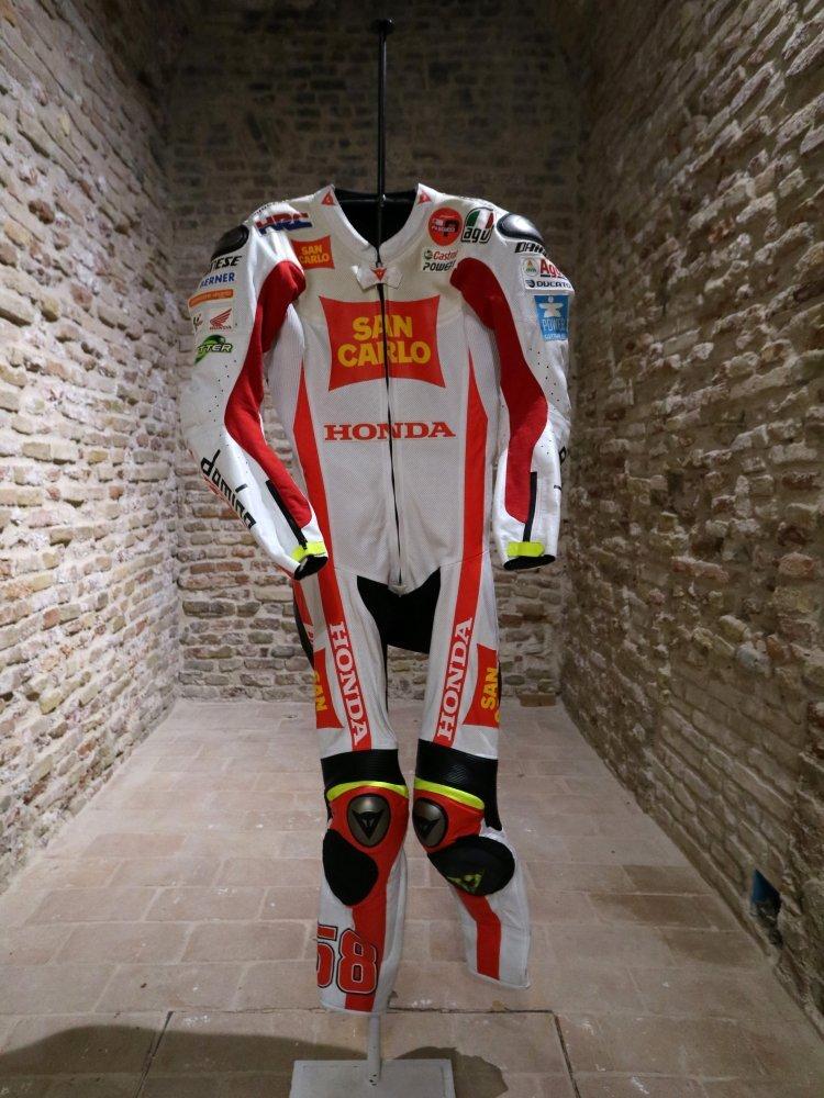 """MotoGp. A Rimini la """"Wall of fame"""" con moto e tute dei campioni"""