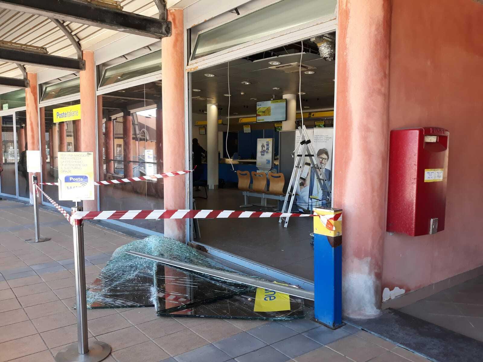 Banda fa esplodere Postamat di Cattolica: colpo da quarantamila euro