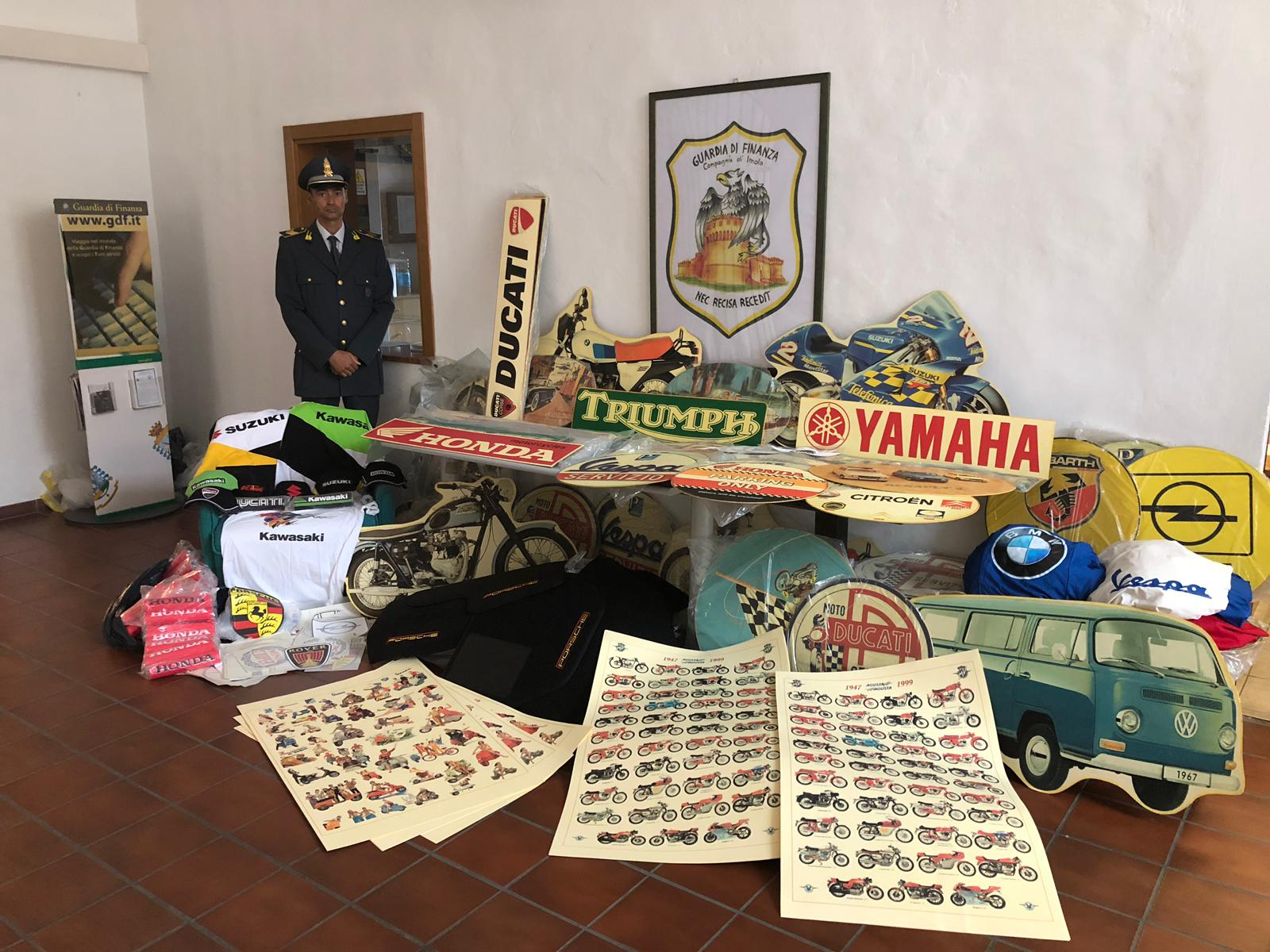 Imola, la Finanza sequestra 1.500 gadget contraffatti al Crame VIDEO