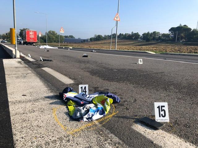 Ciclista muore travolto da un furgone a Savignano