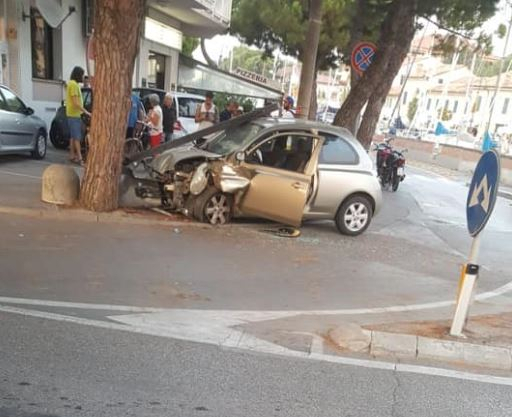 Cervia, ubriaco ruba auto e si schianta: condannato