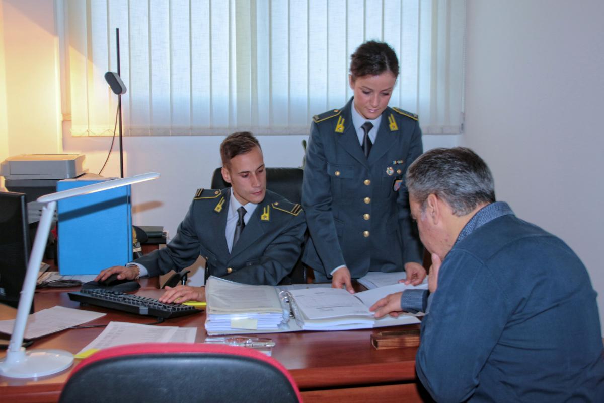 Rimini, fatture false per 14 milioni: sequestri della Finanza