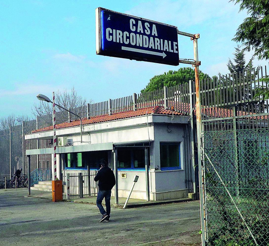 Rimini, la mamma porta la droga al figlio  in carcere: arrestata