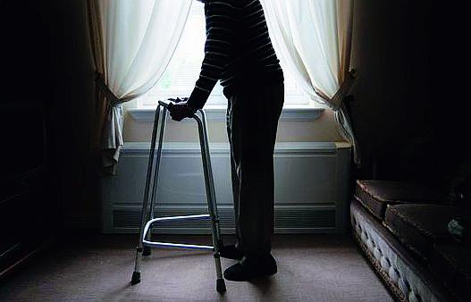 Cesena, 17enne molestata in strada da anziano con deambulatore