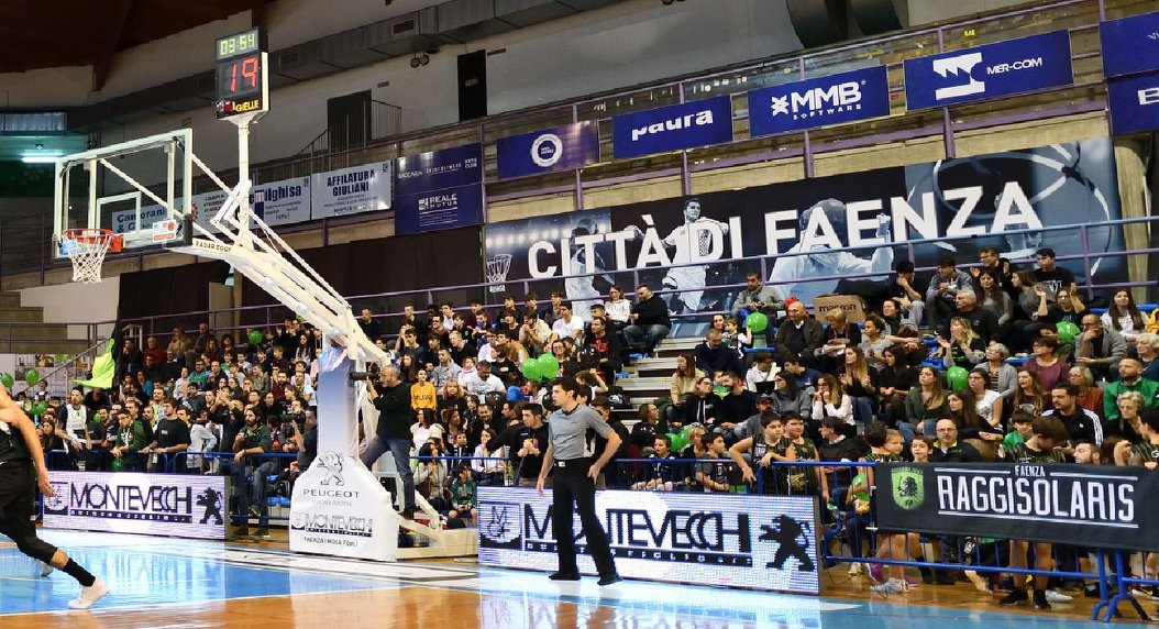 Basket serie B, chiusa una curva al Pala Cattani di Faenza