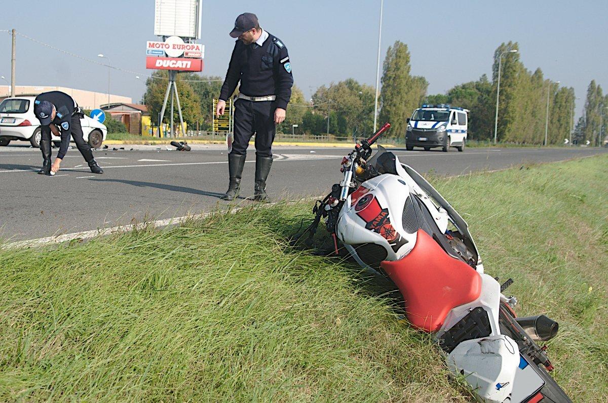 Incidente in moto a Sant'Agata sul Santerno, grave 25enne di Alfonsine