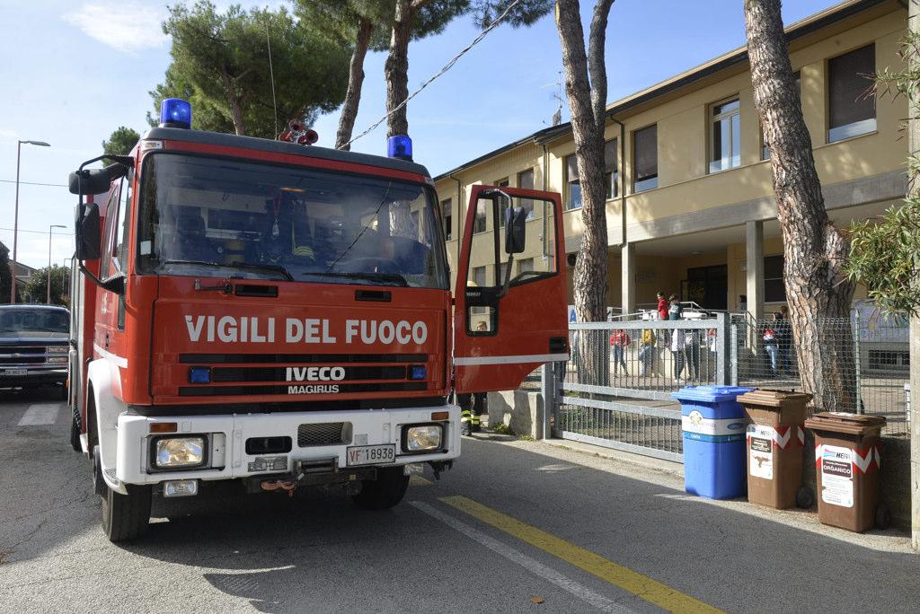 Evacuata la scuola media di San Carlo per principio d'incendio