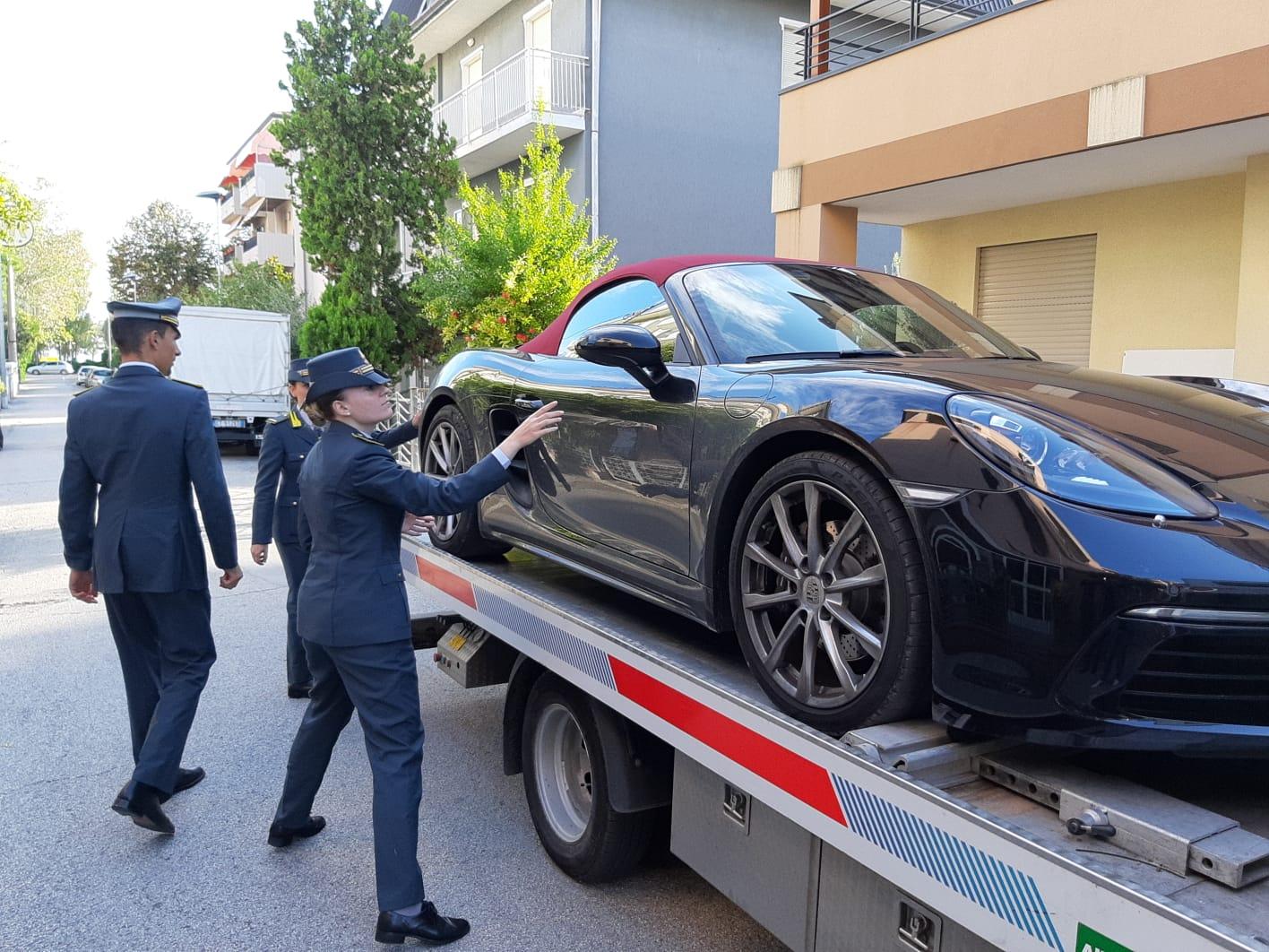 Frode fiscale, operazione della Finanza a Rimini. Arresti e sequestri