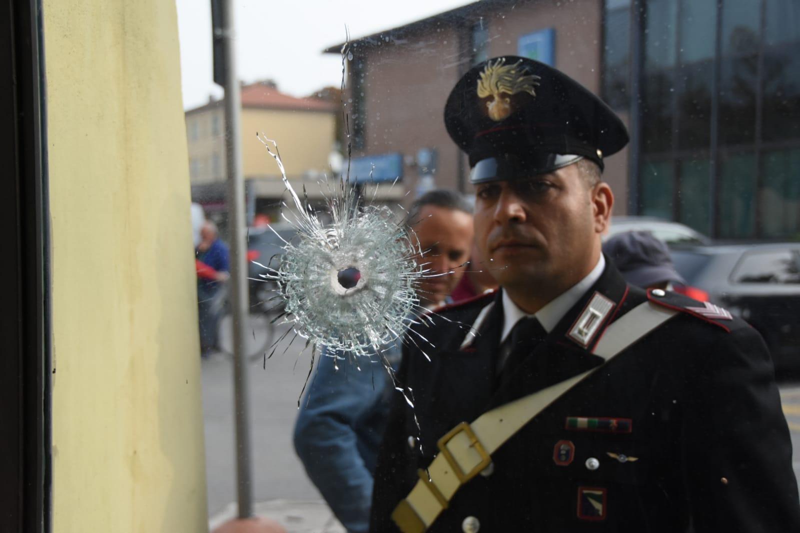 Colpo al bancomat a Forlimpopoli, spari di kalashnikov ai carabinieri