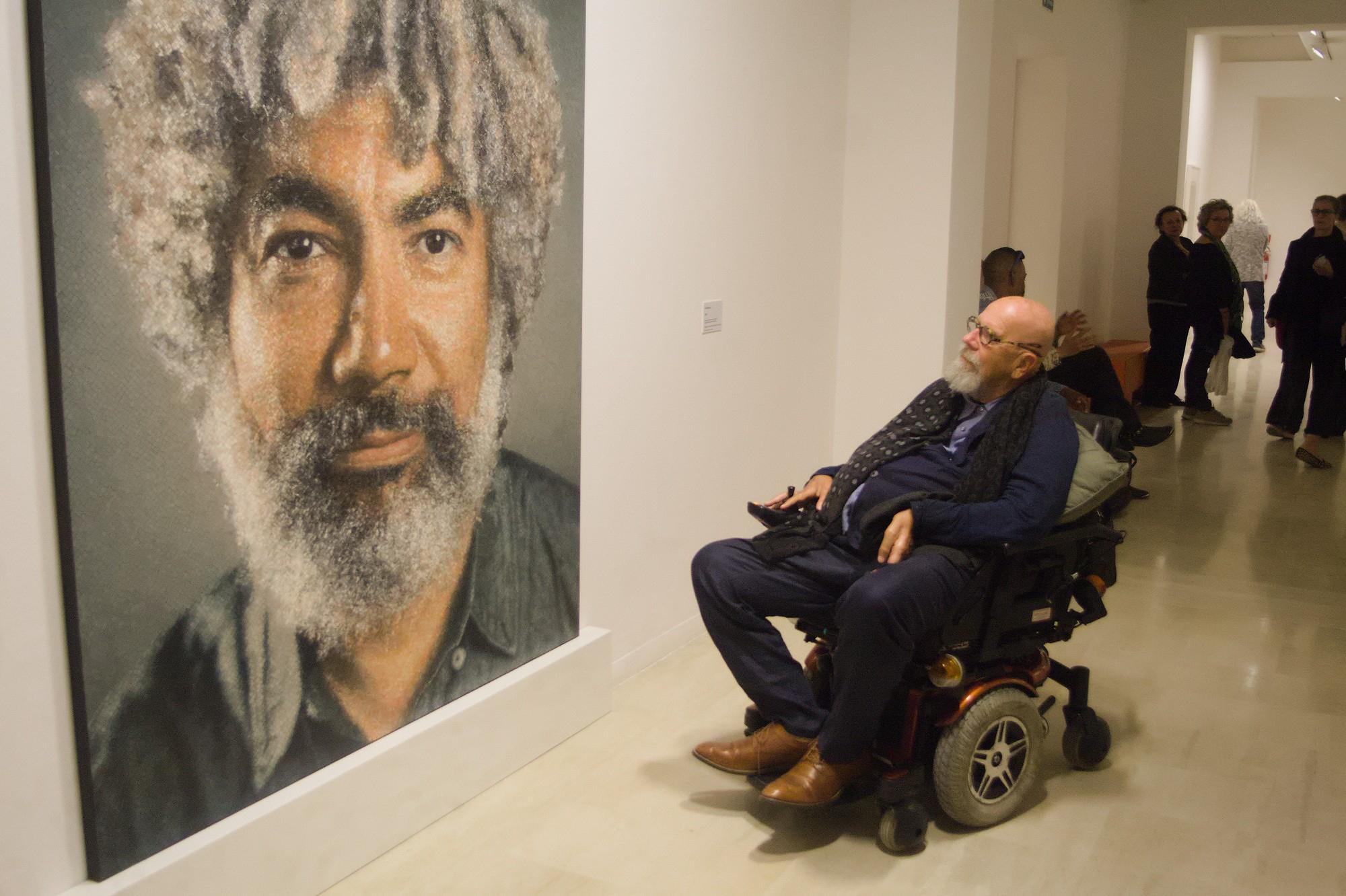 Ravenna, scoppia la polemica sulla mostra di Chuck Close al Mar